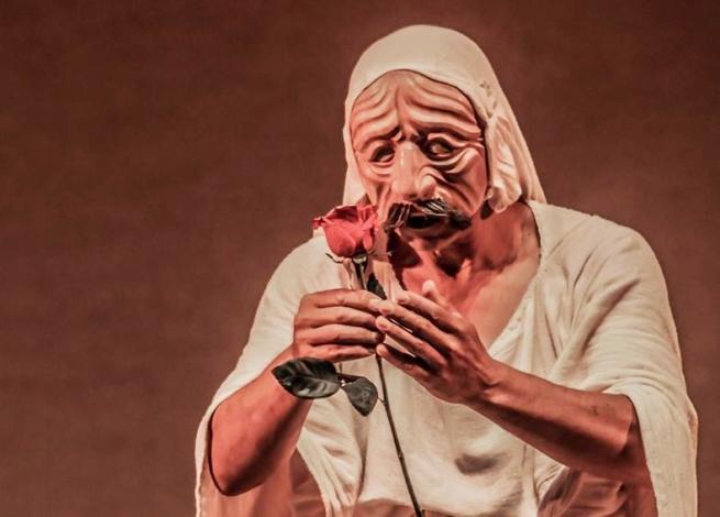 La ANDARIEGA-Anywhere Festival-Masked Man with Rose-Photo by David Leonardo Caycedo Jimenez