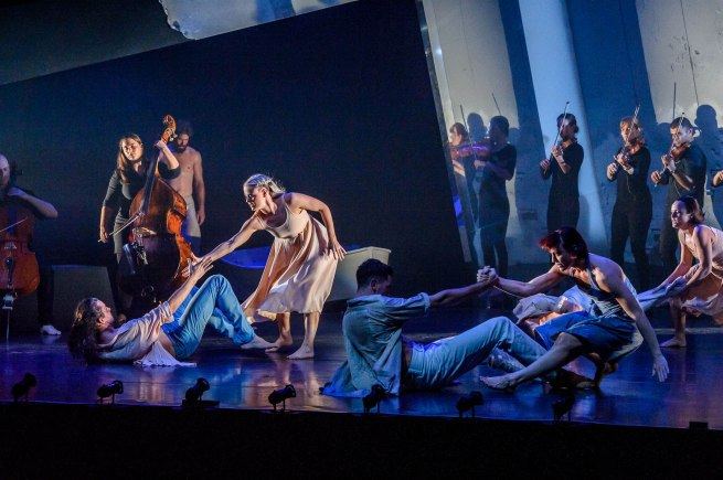 Natalie Weir's When Time Stops. Image by Chris Herzfeld. Image shows EDC full company with Camerata of St John's